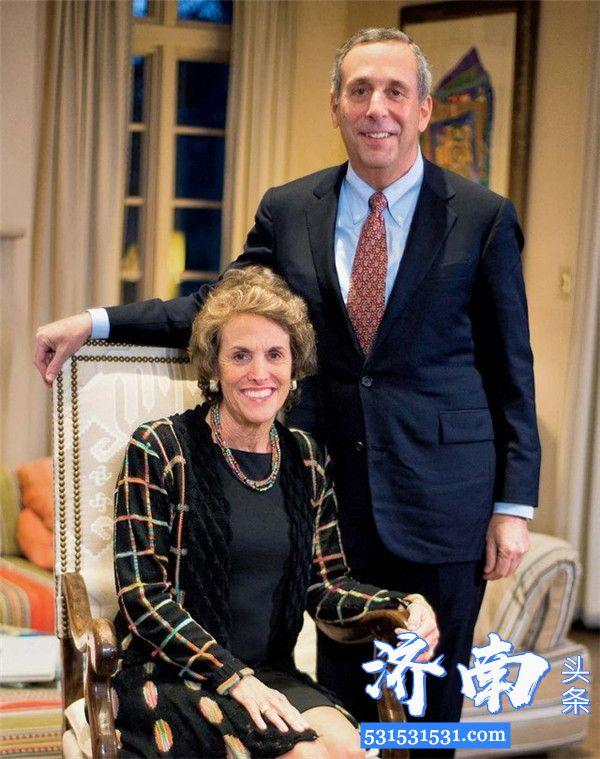 哈佛校长劳伦斯·巴考夫妻俩均被确诊感染新冠肺炎