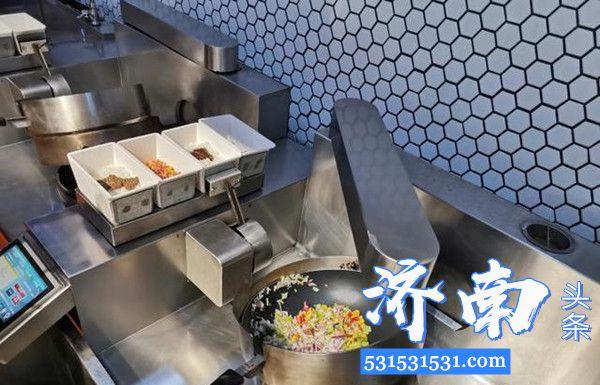 济南一智慧餐厅采用炒菜机器人制作餐食最大限度保证无接触供餐